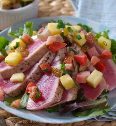 Seared Tuna with Pickled Strawberry Salsa | Betsylife.com