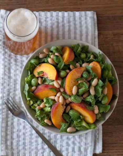 White Bean and Peach Salad with a Lemon-Mint Vinaigrette | Betsylife.com