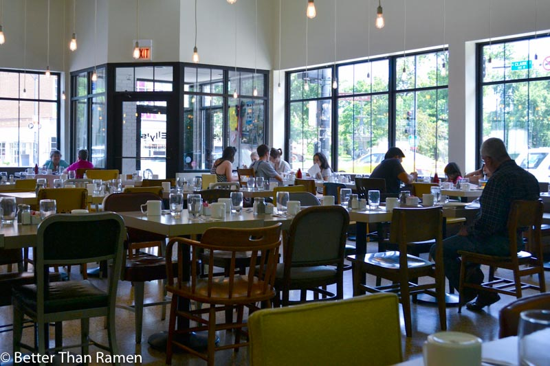 ellys pancake house chicago brunch review interior