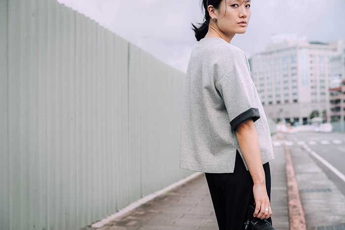 中性女孩 上班穿搭 紐約潮流 白襯衫 襯衫穿搭 軍靴