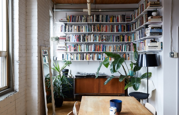 living-clever-storage-space-design-in-18-pins-apartment-10