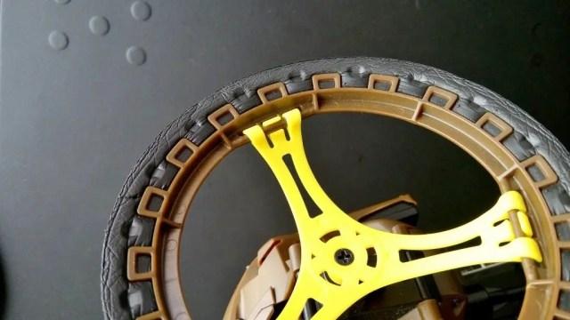 タイヤはウレタンで完成度低い