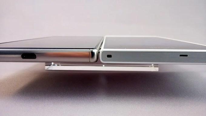 左:Xperia Z5 Premium、右:Arrows NX F-02H