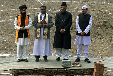 Several Religious Heads at the foundation stone-laying ceremony for an 'all faith complex' in Srinagar in 2004 (Reuters)