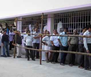 People wait to cast their votes for the Tamil Nadu Assembly elections at Sigappi Ramasamy Elementary School booth in Chennai today. (Photo: The Hindu)