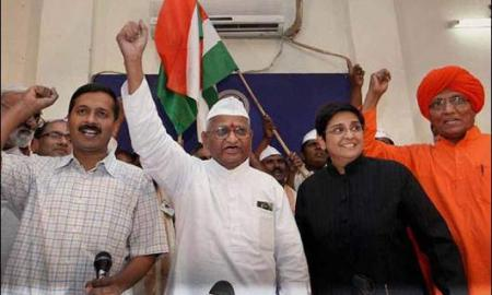 India Against Corruption movement. From left to right: RTI activist Arvind Kejriwal, veteran Gandhian Anna Hazare, former IPS Kiran Bedi and Swami Agnivesh