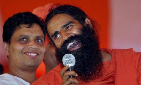 Baba Ramdev with his aide Acharya balKirshna Maharaj at Ram Leela Miadan in New Delhi (Courtesy: The Hindu/PTI))
