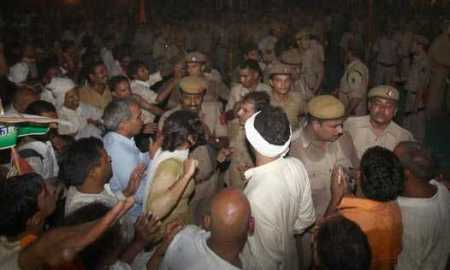 A scene at Ramlila Ground during police action against Baba Ramdev and his supporters in New Delhi on Saturday night (Courtesy: Bhashkar)