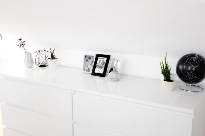 Bezaubernde Nana, bezauberndenana.de, Lifestyleblog, Einrichtungstipps für Dachschrägen, Interior, Wohnen, minimalistische Einrichtung, skandinavische Einrichtung, Scandi-Style, schwarz-weiße Einrichtung
