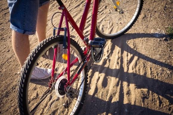 クロスバイクの後輪の取り付け方と外し方の紹介