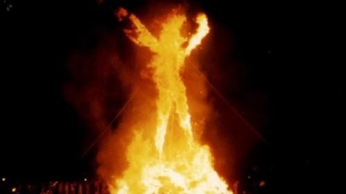 burning-man-2005-via-wikimedia-commons-615x345