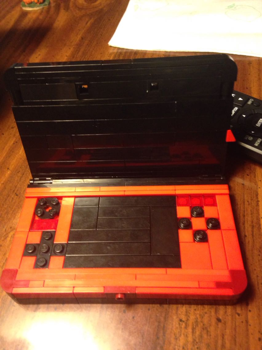 Redditor Makes Lego Nintendo 3DS