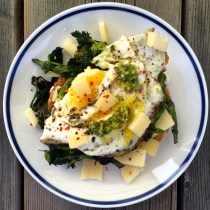Easy-Over Egg with Nettles