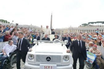 Pope Francis Waves to Pilgrims Wednesday General Audience June 15 2016