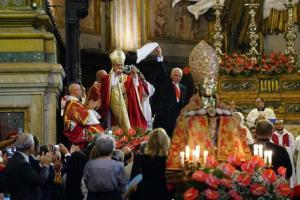 Il cardinale Crescenzio Sepe durante la celebrazione in occasione della festa di San Gennaro a Napoli, 19 settembre 2015. ANSA / CIRO FUSCO