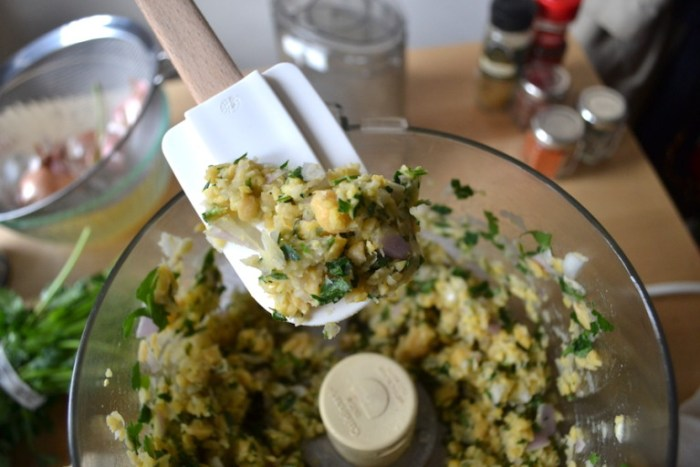 Chopped chickpeas are folded into onions and garlic for my shortcut falafel scramble. Full recipe on BigTasteTinySpace.com