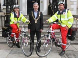 view_1web-news-mayor-and-volunteers-santry-bike-launch-049