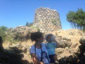In visita al nuraghe Longu in territorio di Padria.