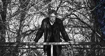"""Joanny Moulin, """"Capacité négative"""": Recension de Vivre une vie philosophique :Thoreau le sauvage  de Michel Onfray"""
