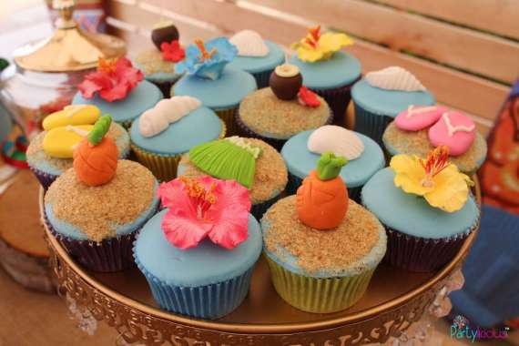 Tropical-Summer-Beach-Party-Blue-Cupcakes
