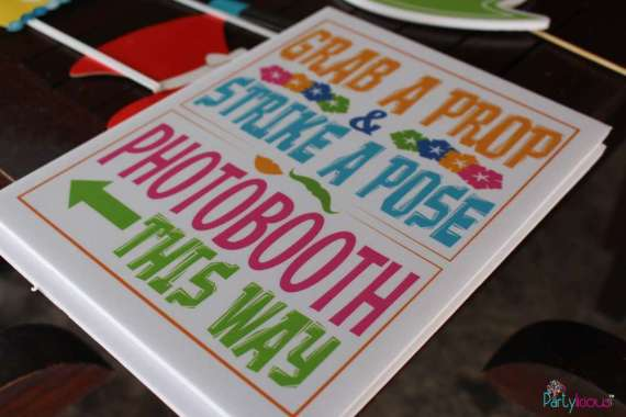 Tropical-Summer-Beach-Party-Photobooth-Sign