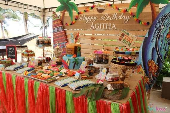 Tropical-Summer-Beach-Party-Treat-Table