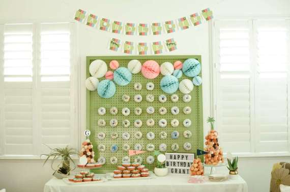 Palm-Springs-Inspired-Retro-Golf-Party-Donut-Board