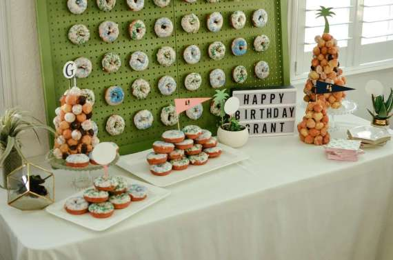Palm-Springs-Inspired-Retro-Golf-Party-Treat-Table