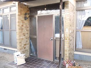 お家の顔・玄関ドアを格調高い両袖&ランマ付タイプの「リシェント」にリフォーム♪ 郡山市K様