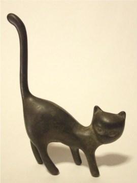 猫のブロンズ像