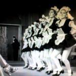 歌って踊る『グランド・ホテル』のパロディ