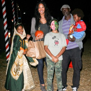 kimora-lee-simmons-and-family-at-the-pumpkin-patch-10