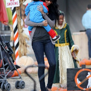 kimora-lee-simmons-and-family-at-the-pumpkin-patch-5