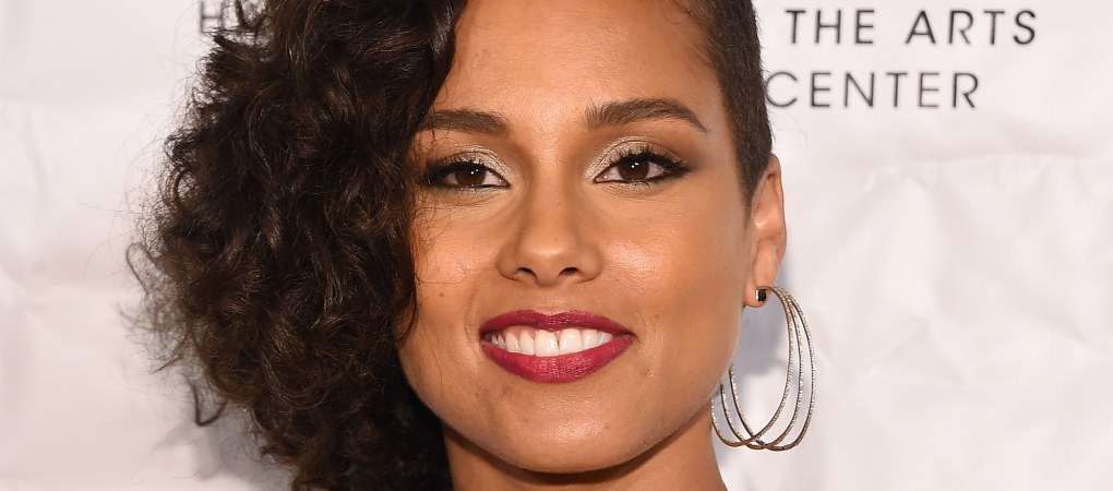 Alicia Keys Reveals a Faceful of Freckles in Makeup-Free Portrait for Vanity Fair