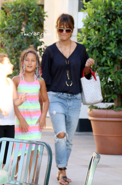 Halle Berry Shows Off Her Braid Skills on Daughter Nahla ... | 500 x 755 jpeg 81kB