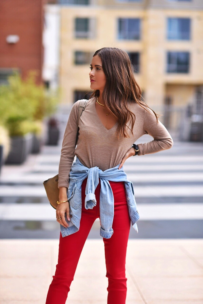 Blank Itinerary wearing Paola Alberdi wearing 7 for all mankind x Giambattista Valli skinny jeans in flame, a jean jacket around the waist and a tan v neck.