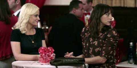 Leslie (Amy Poehler) and Ann (Rashida Jones) await her dating prospects.