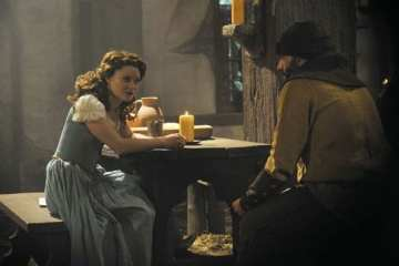 At the village tavern, Dreamy (Lee Arenberg) is advised by Belle (Emile De Ravin) on the pain inherent in wonder of love.