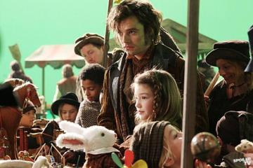 The Mad Hatter (Vladimir Cvetko) take daughter to market in an Alice in Wonderland-themed episode.