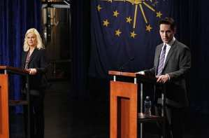Leslie (Amy Poehler) takes on poll-leading Bobby Newport (Paul Rudd) head-to-head in a debate.