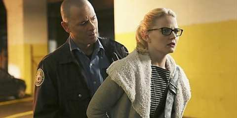 Emma (Jennifer Morrison) is betrayed while on the run.
