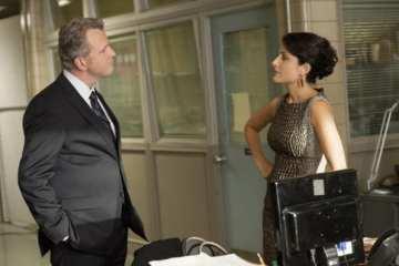 Captain Gregson (Aidan Quinn) interrogates Heather (Lisa Edelstein).