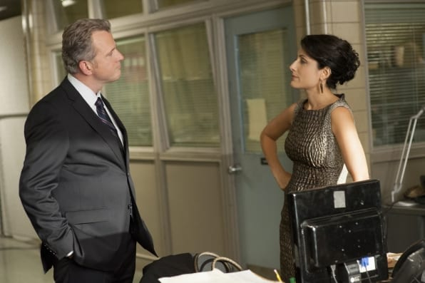 Captain Gregson (Aidan Quinn) interrogates Heather (Lisa Edelstein).