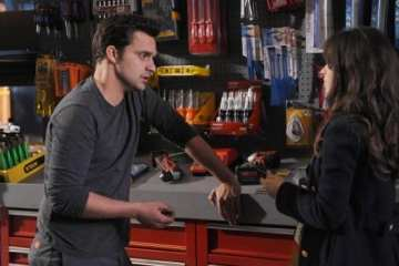 Nick (Jake Johnson) and Jess (Zooey Deschanel) take a trip to the hardware store.