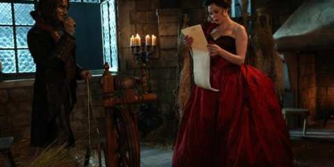 Rumpelstiltskin (Robert Carlyle) convinces a young Cora (Rose McGowan) to sign a contract.
