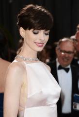 Anne Hathaway oscars short hair 2013