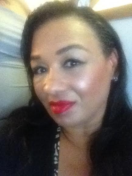 essence cosmetics sun club bronzing highlighter brunette