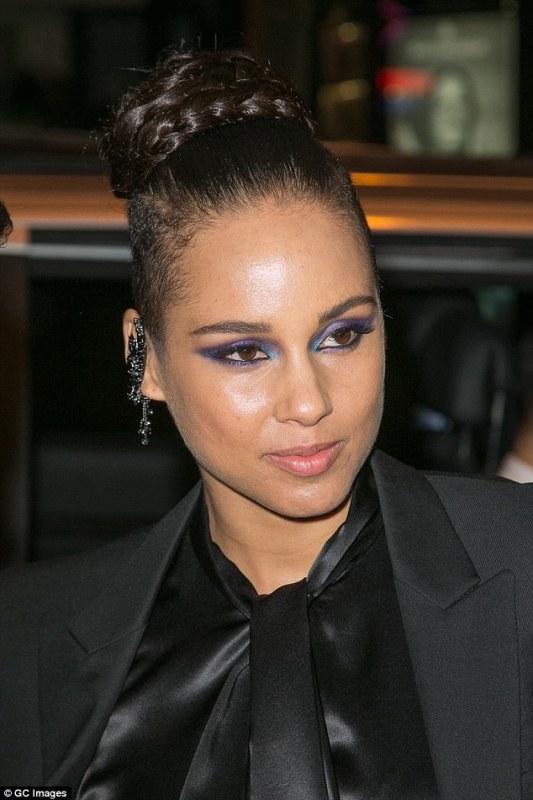alicia keys smoky blue eye makeup