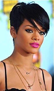 rihanna-neon-pink-lipstick