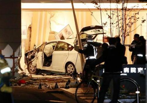 病院にタクシー突っ込む 6~7人けが 2人死亡か 福岡